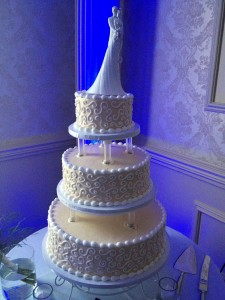 wedding cake with uplights