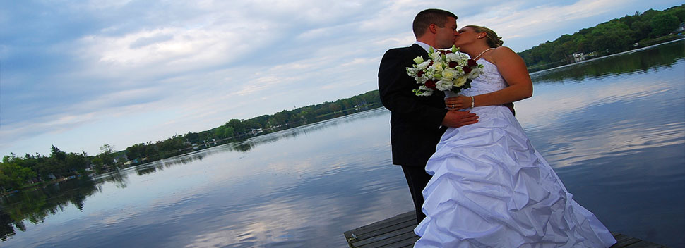 wedding-dj-picture-kiss-by-water